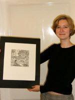 Stadrätin Anja Pohl und die ersteigerte Lithographie